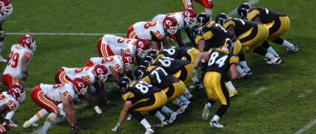 Pittsburgh Steelers and Kansas City Chiefs line up for a play on the goal line.