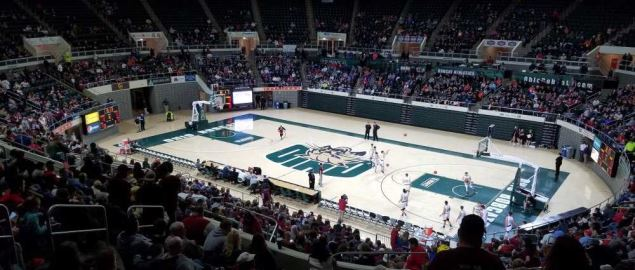 The Ohio Bobcats basketball team practicing before a game.