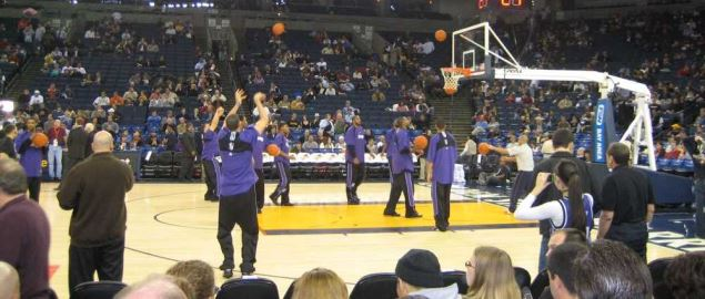 Sacramento Kings players warm up before a game against the Golden State Warriors.