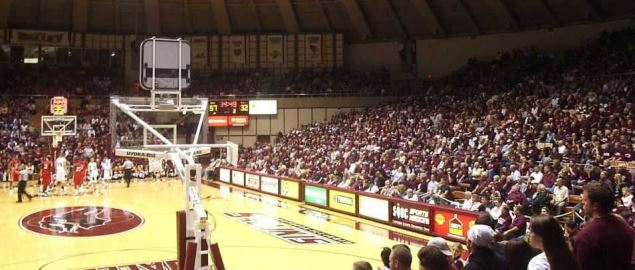 The Southern Illinois Salukis playing at their home court.