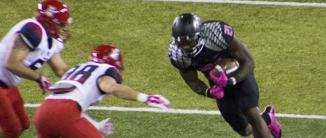 Arizona defenders taking down Oregon Ducks, Royce Freeman.