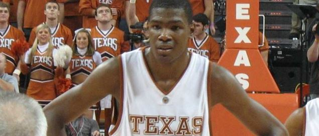 Kevin Durant, about to shoot a free throw, during a 2007 Texas Longhorns game.