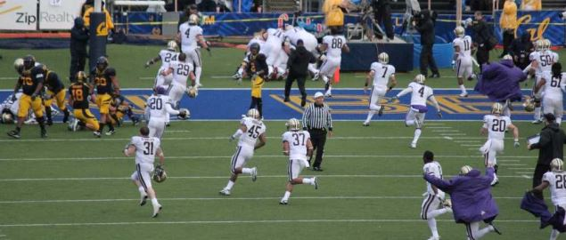 Washington players celebrate run towards the in-zone to celebrate a touchdown.